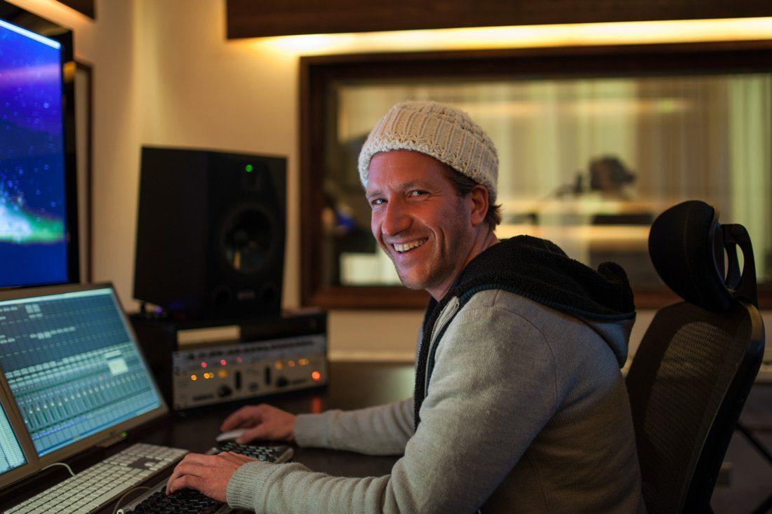 Studio1 Elias lacht